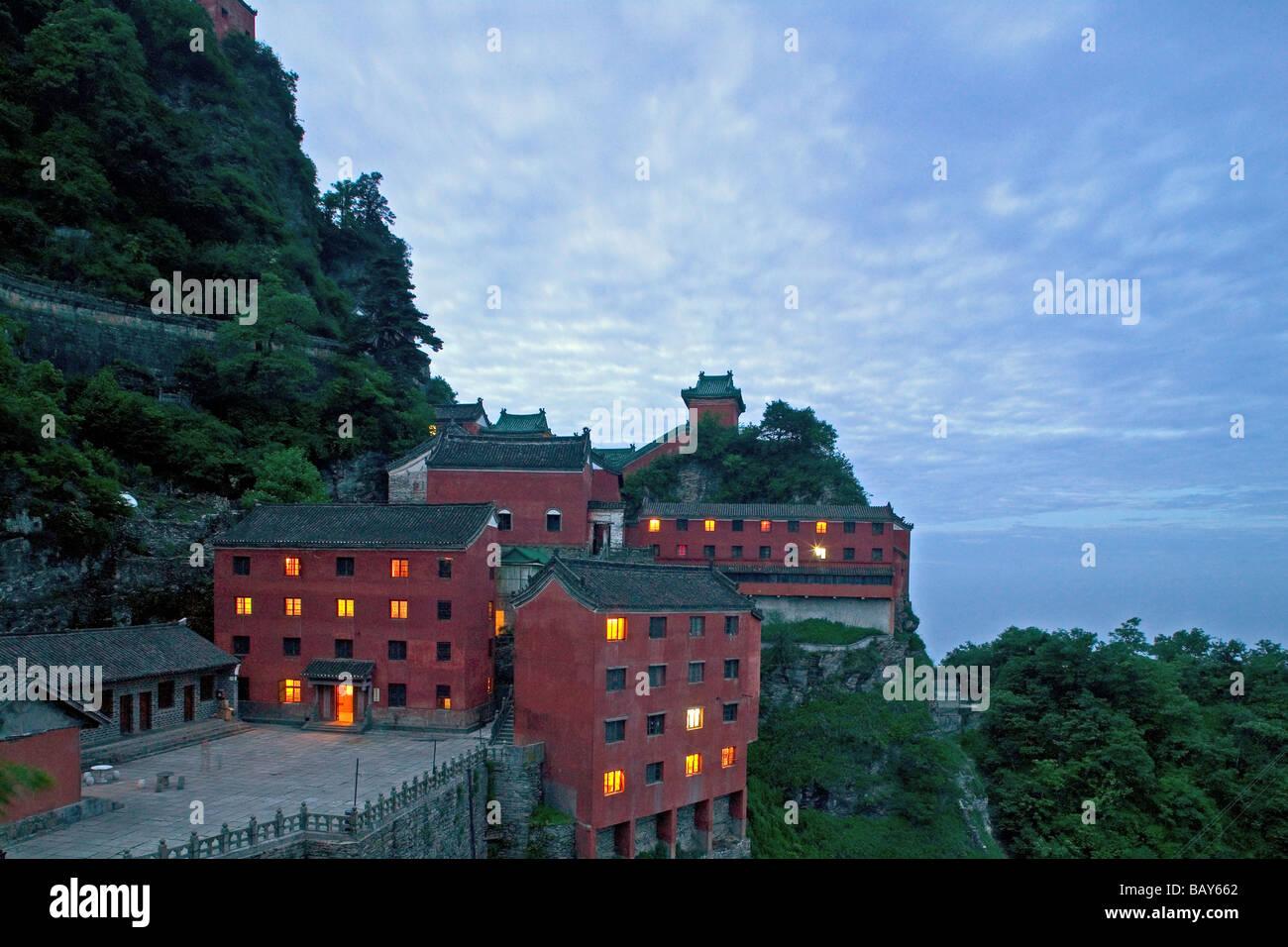 tianzhu-feng-tempel-village-near-the-sum