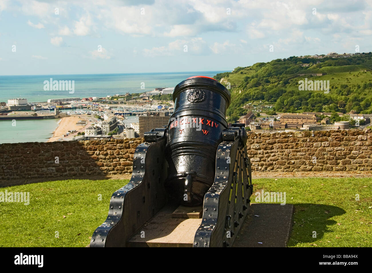 http://c7.alamy.com/comp/BBA94X/mortar-cannon-dover-kent-south-england-england-great-britain-BBA94X.jpg