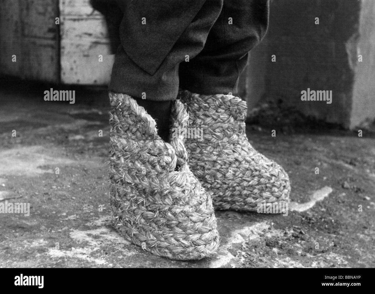 events-second-world-war-wwii-german-wehrmacht-straw-shoes-against-BBNAYP.jpg
