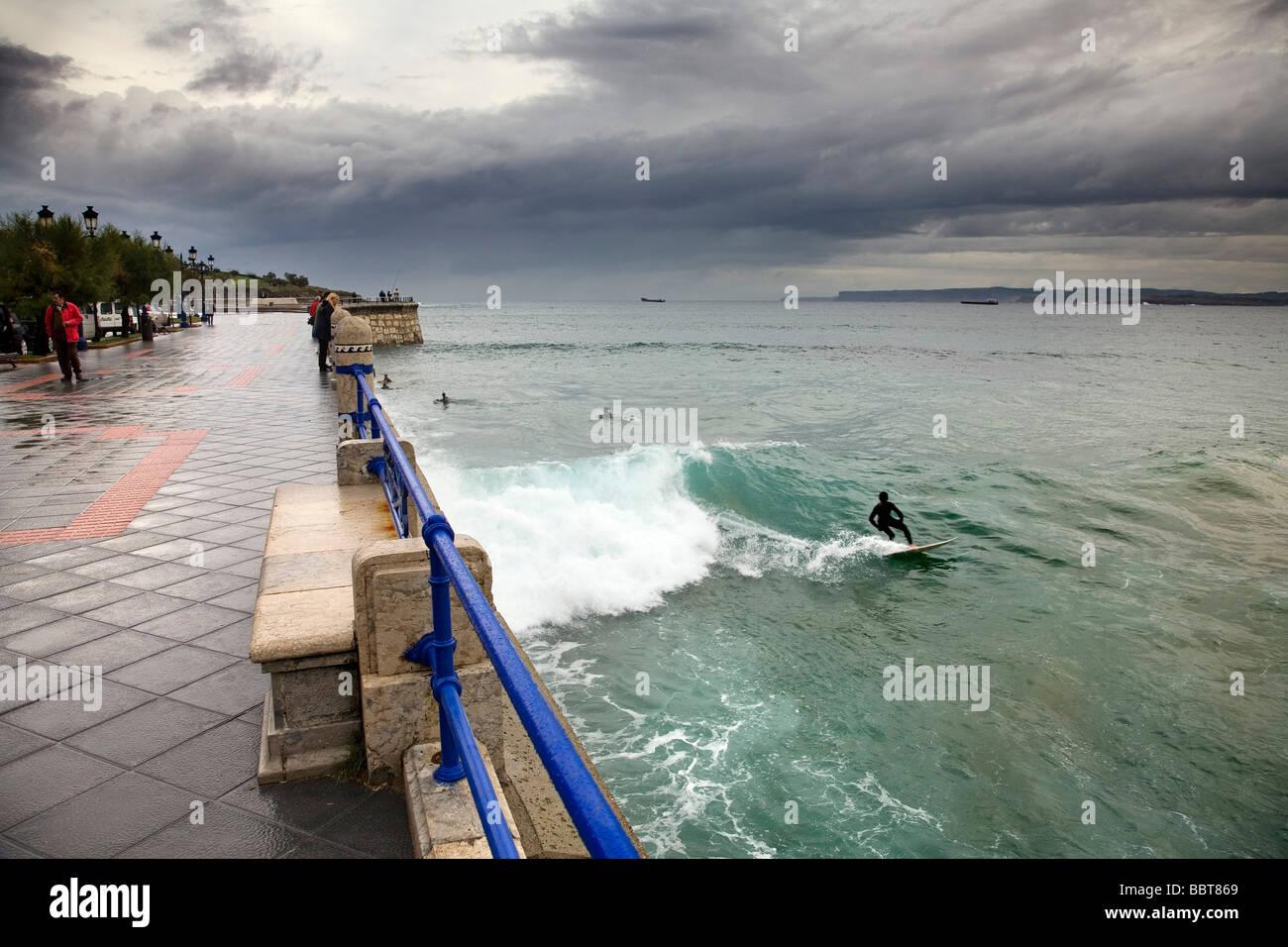 Surf en la playa del sardinero santander cantabria espa a - Be up santander ...