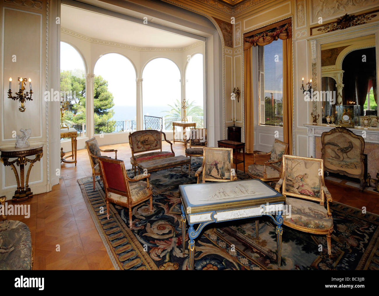Interior of the villa ephrussi de rothschild a french for Interieur in french