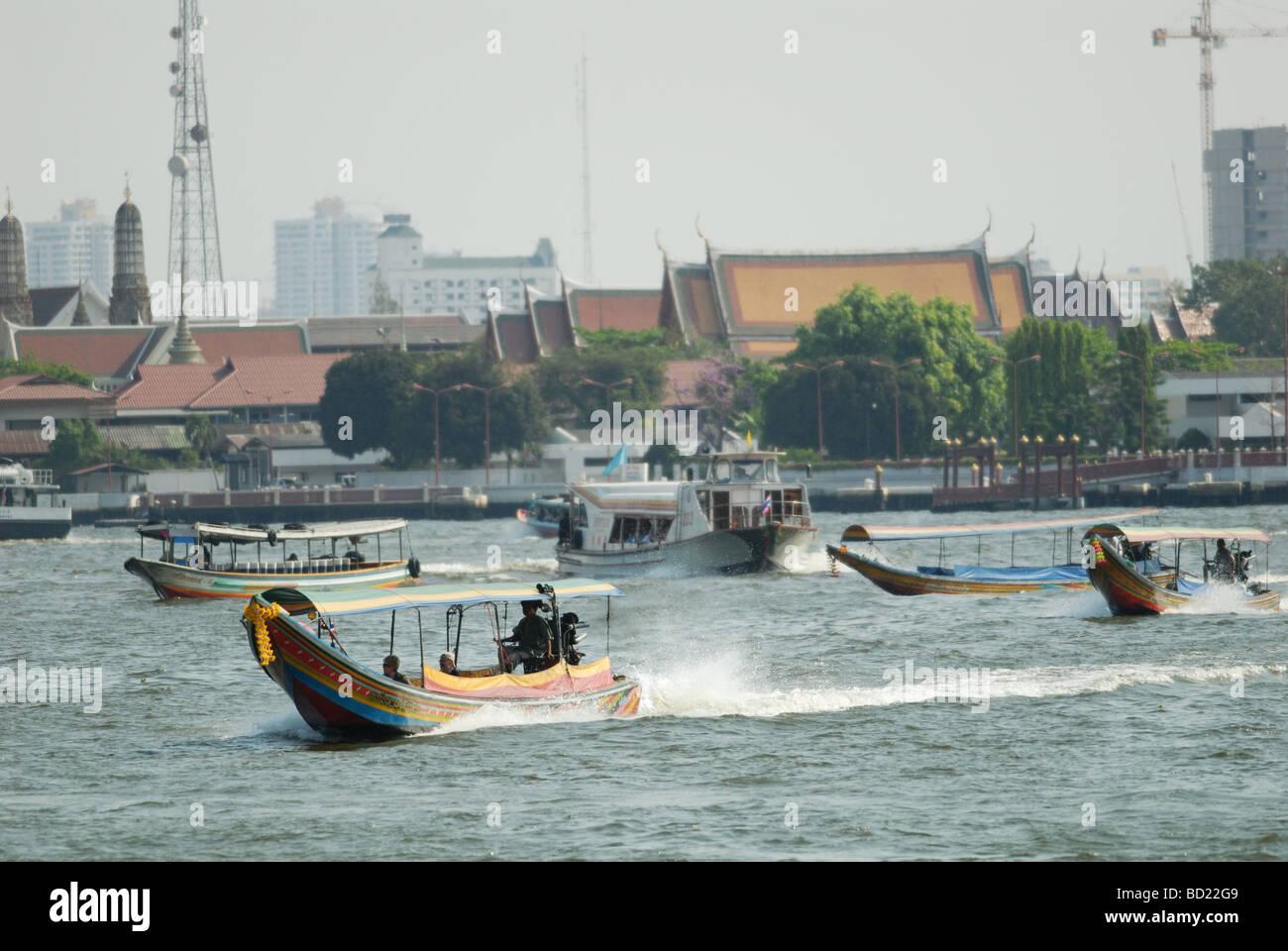 busy-trafic-on-chao-phraya-in-bangkok-BD