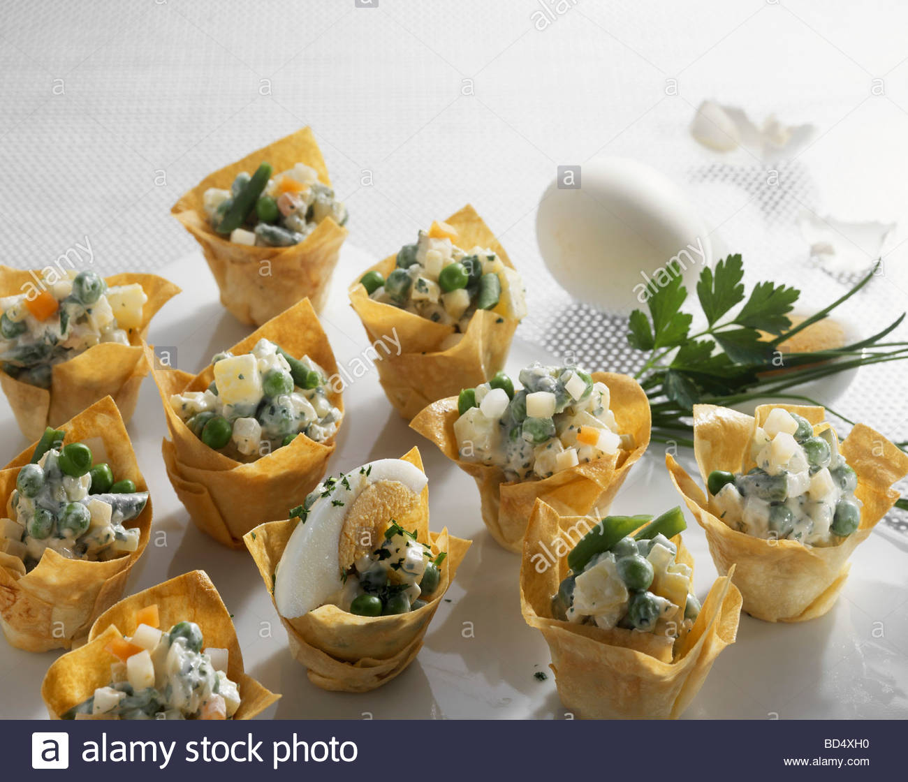 Vegetable salad with boiled egg in filo pastry shells for Canape pastry shells