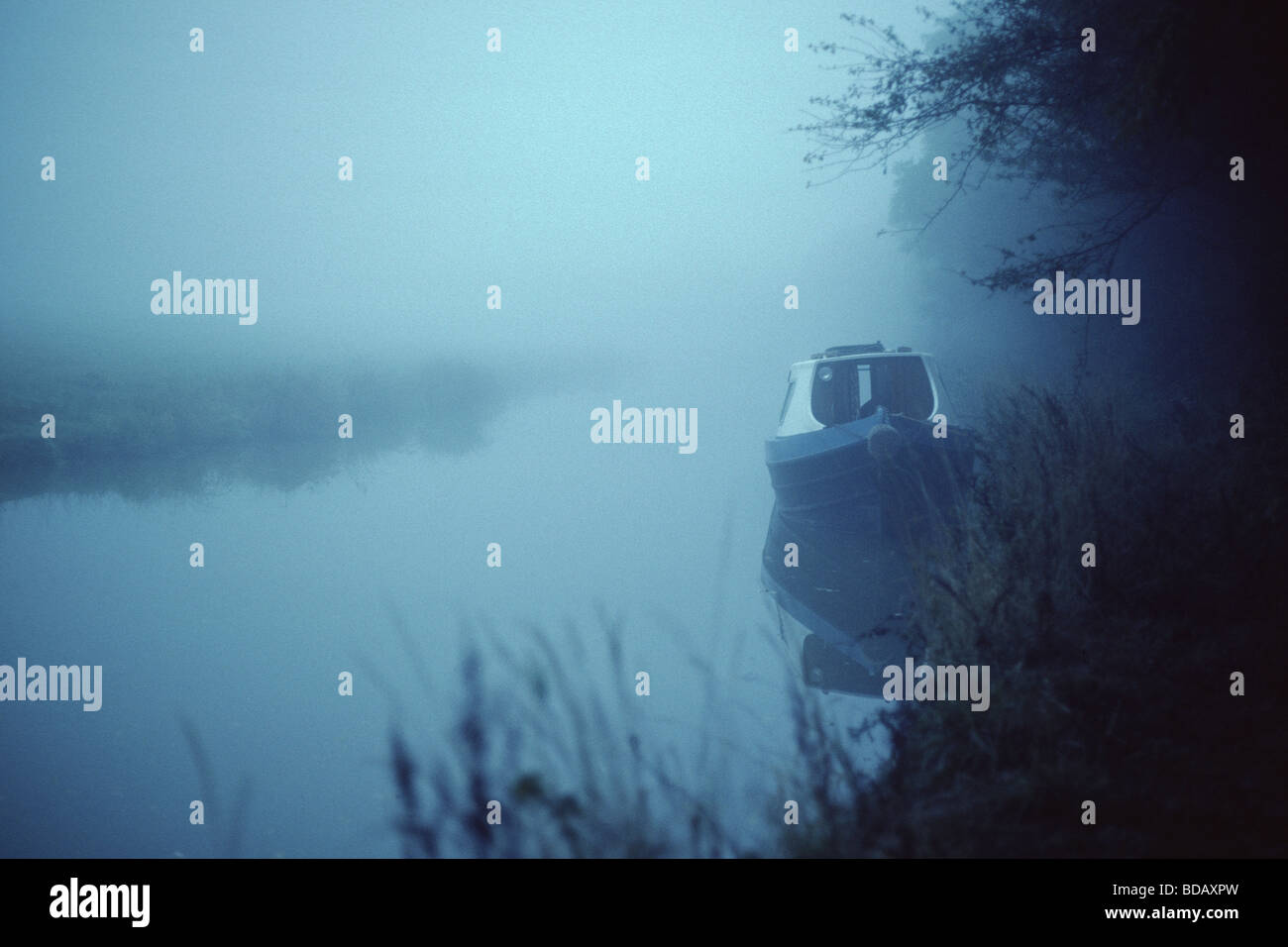 misty-early-morning-on-the-oxford-canal-