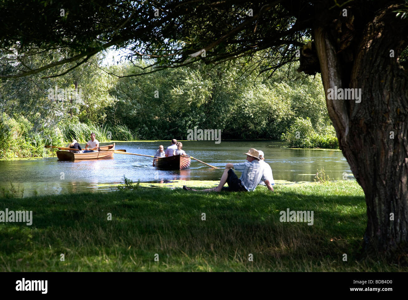 people-boating-on-the-river-stour-with-a