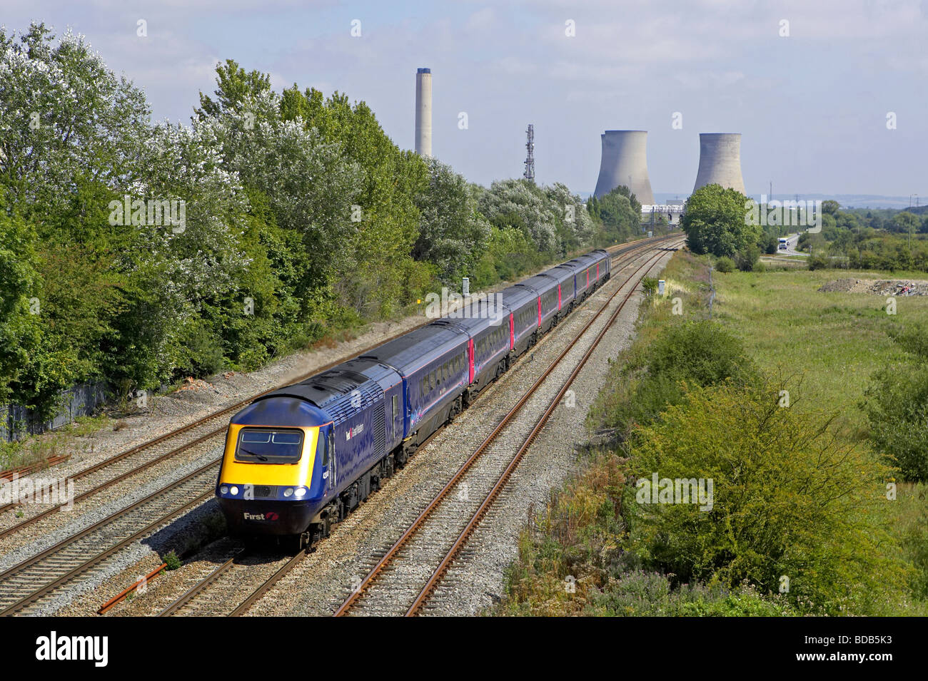 First Great Western HST forms a London Swansea service through Milton Park Didcot on 11 08 09 Stock Photo