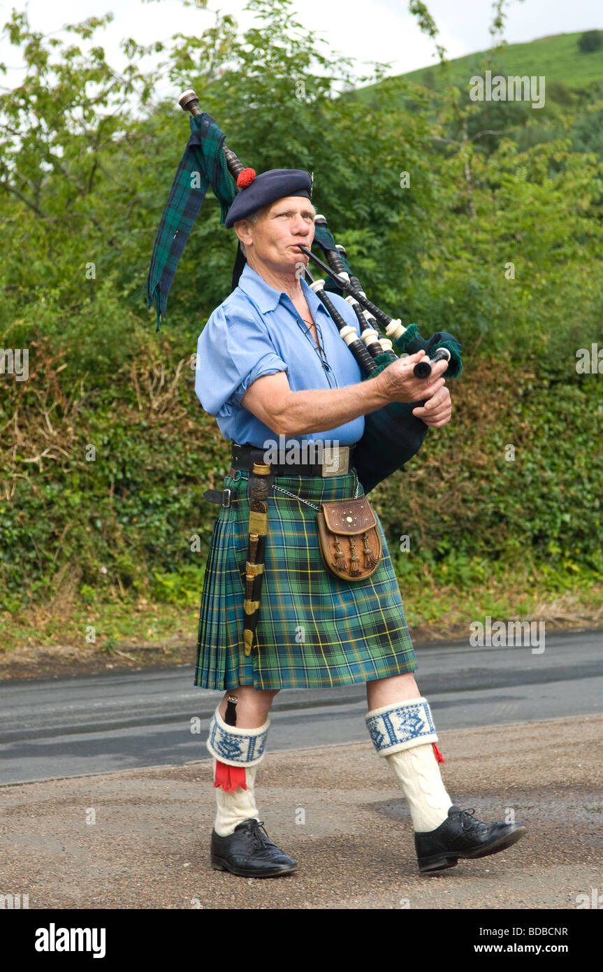 a-scotsman-playing-the-bagpipes-and-wear