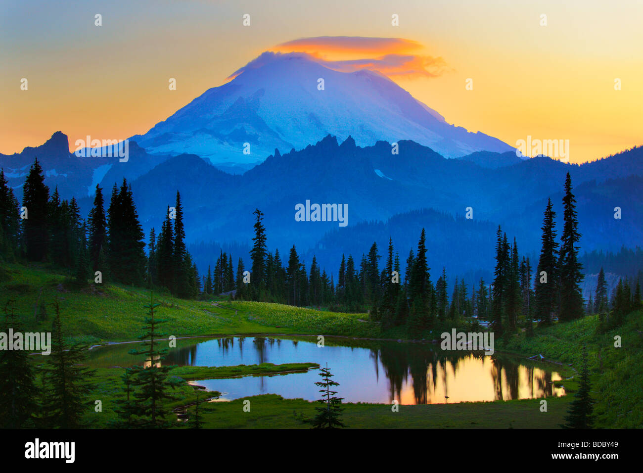 Mount Rainier at sunset from Tipsoo Lake Stock Photo