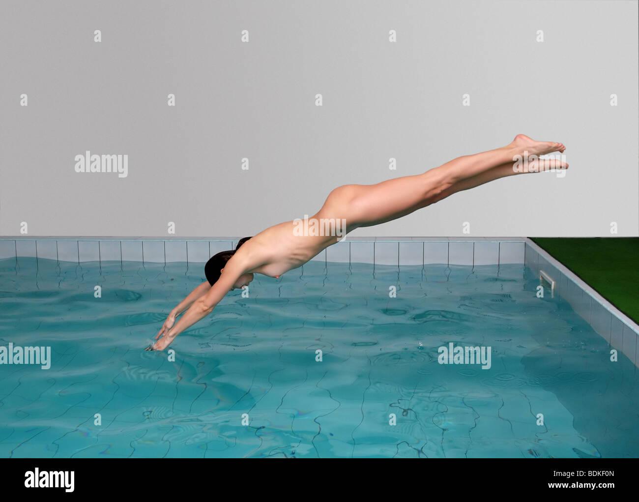 beautiful naked swimming women