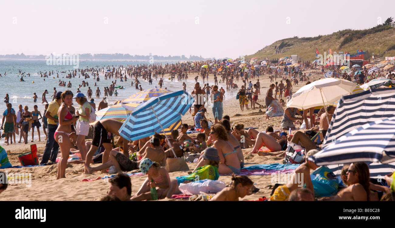 crowded beach Le Bois Plage ile de re France Stock Photo, Royalty Free Image 25825024 Alamy # Ile De Ré Bois Plage