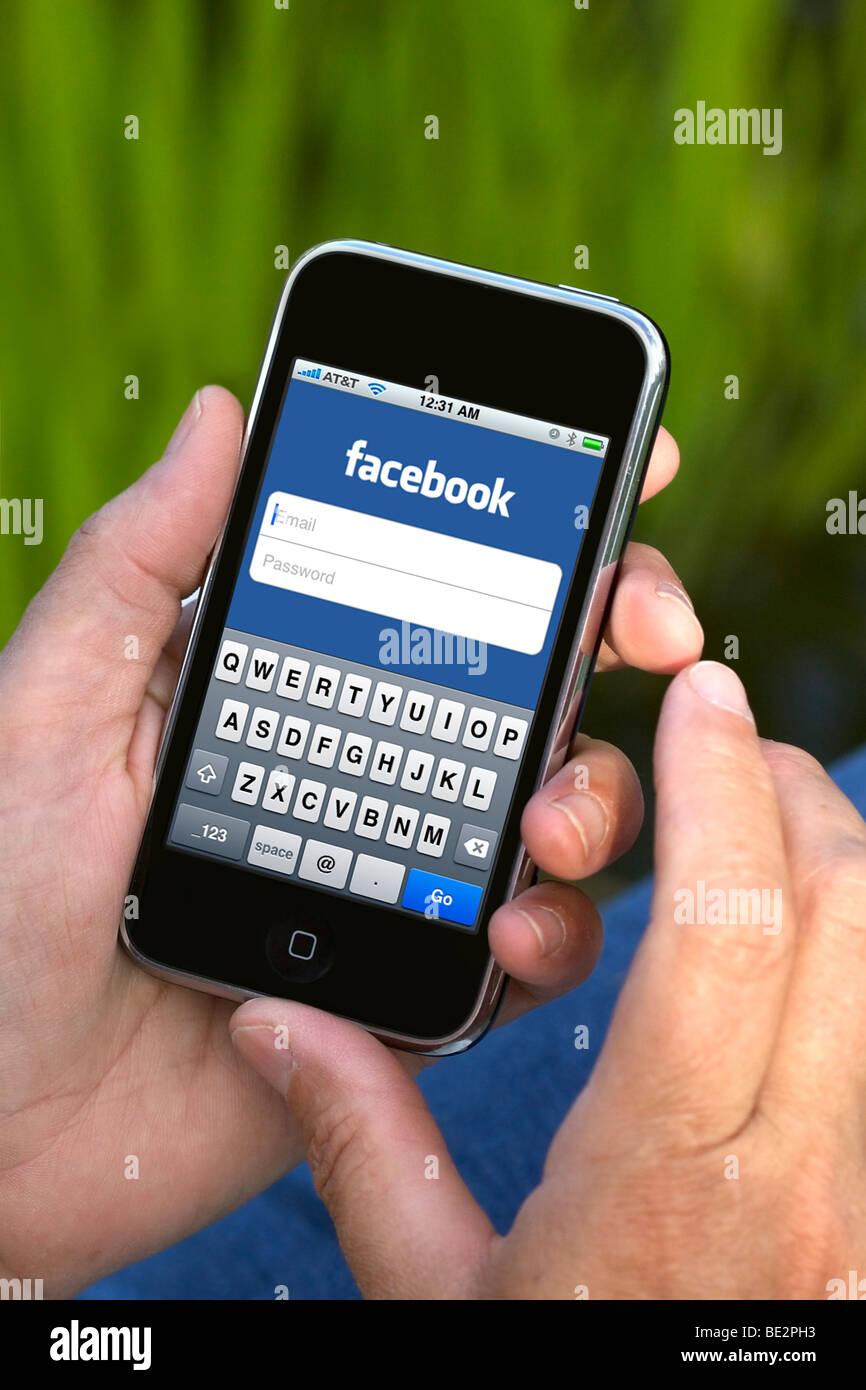 Caricare una foto su facebook senza pubblicarla 1