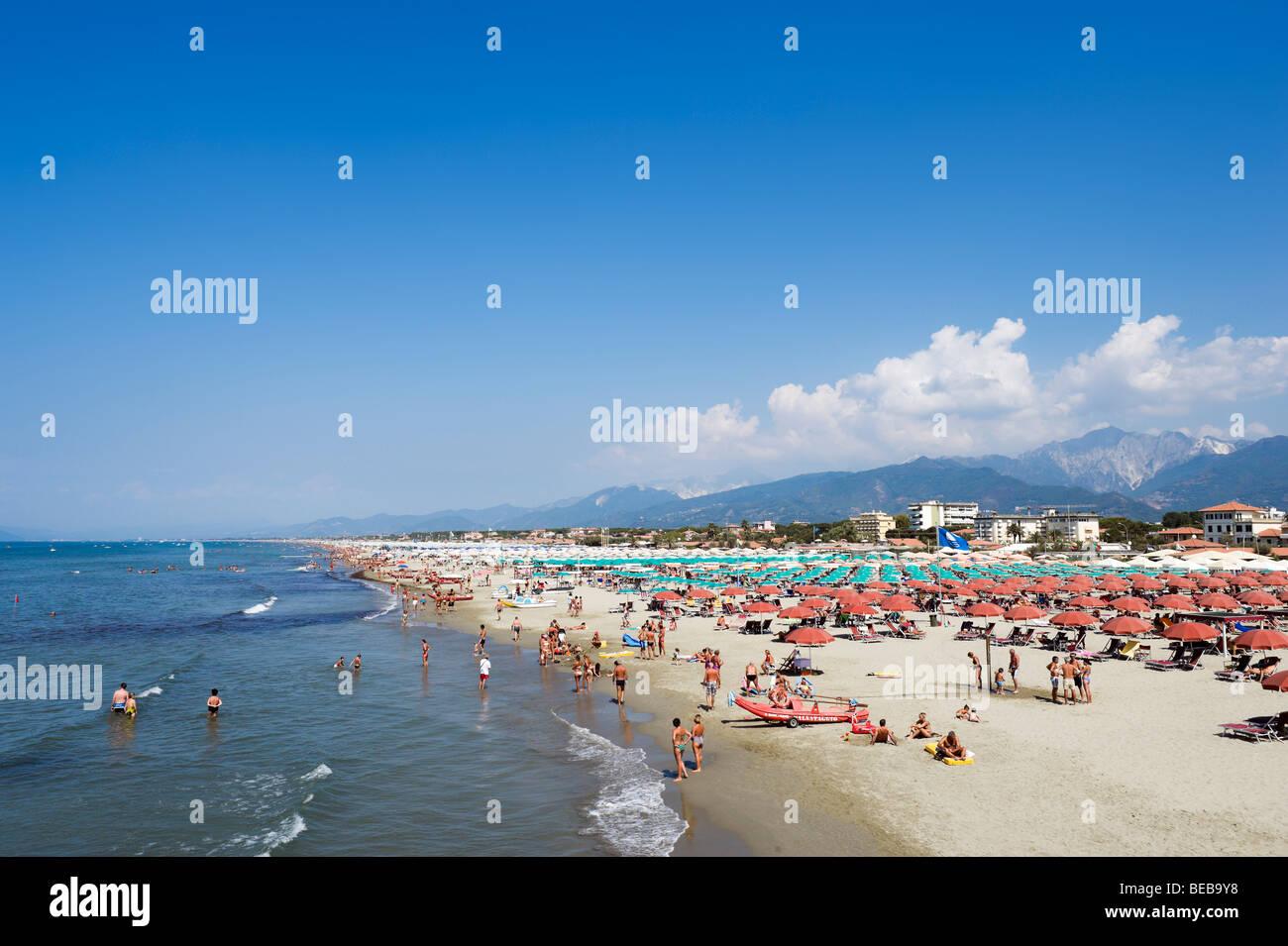 Beach at marina di pietrasanta with the town and mountains - Bagno riviera marina di pietrasanta ...