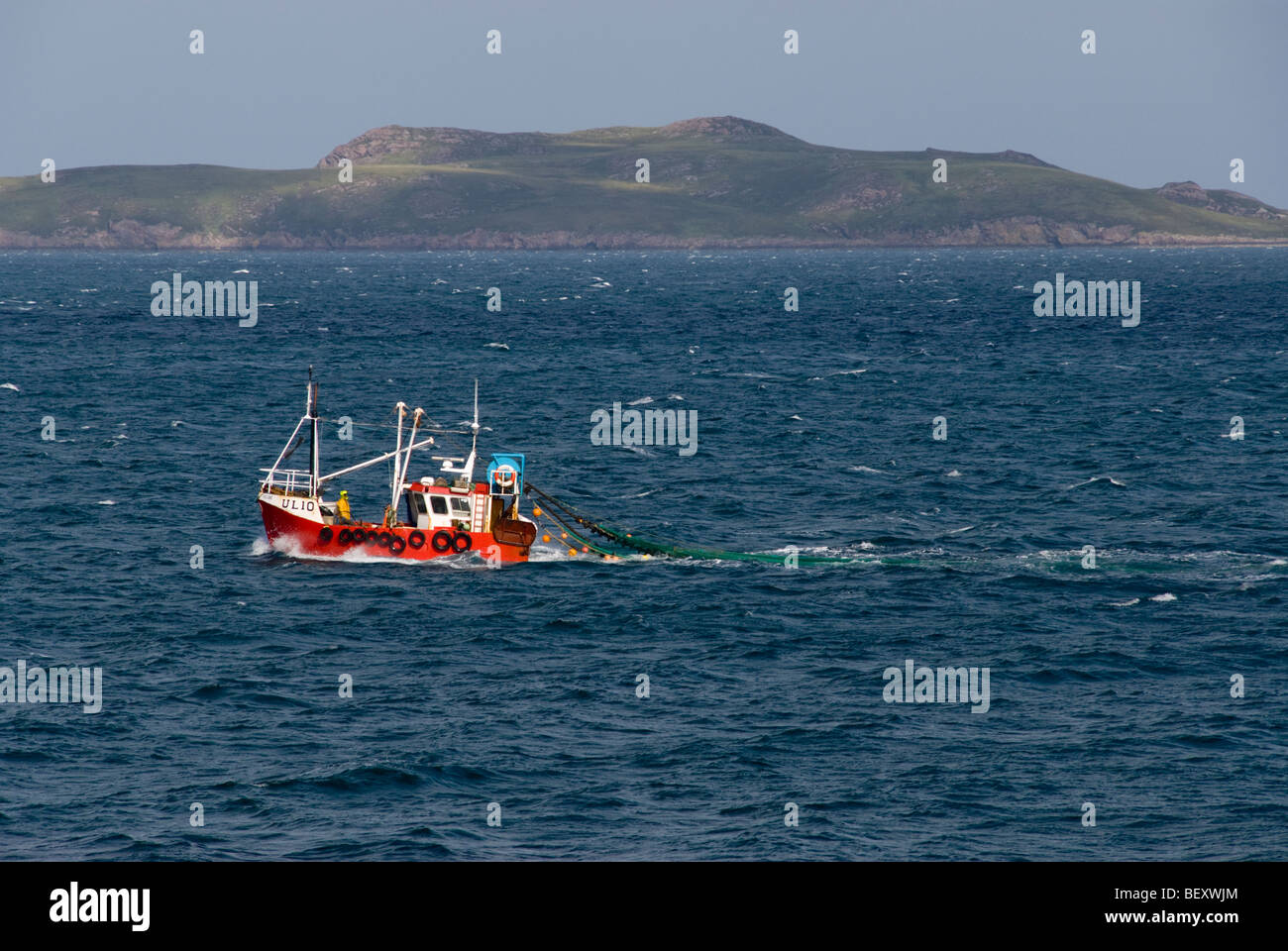 fishing-boat-pulling-net-in-the-minch-ne