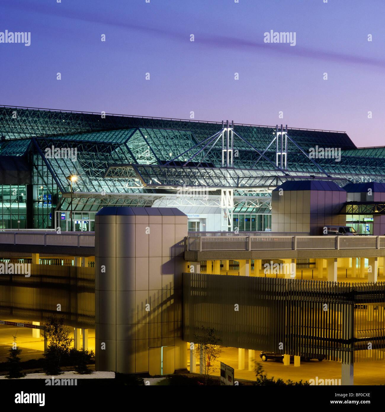 Manchester Boston Regional Airport Mht: UK, England, Manchester Airport, Terminal 2 At Night Stock