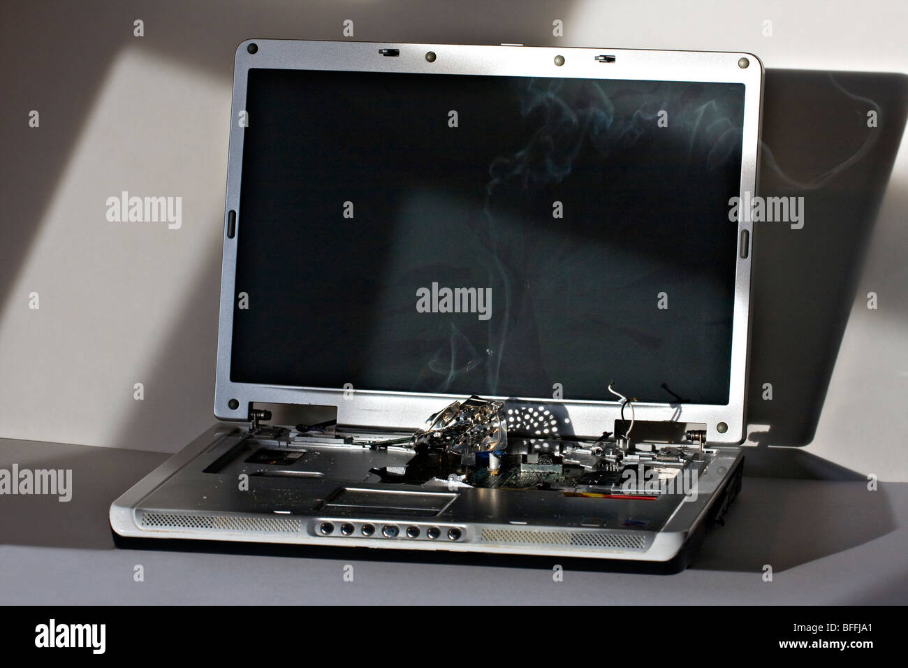 how to fix a cracked hp computer screen
