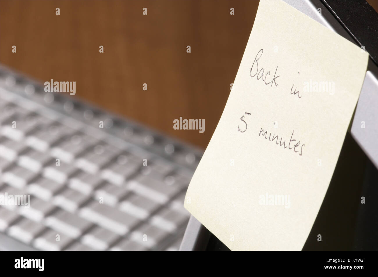 sticky-note-with-back-in-five-minutes-wr