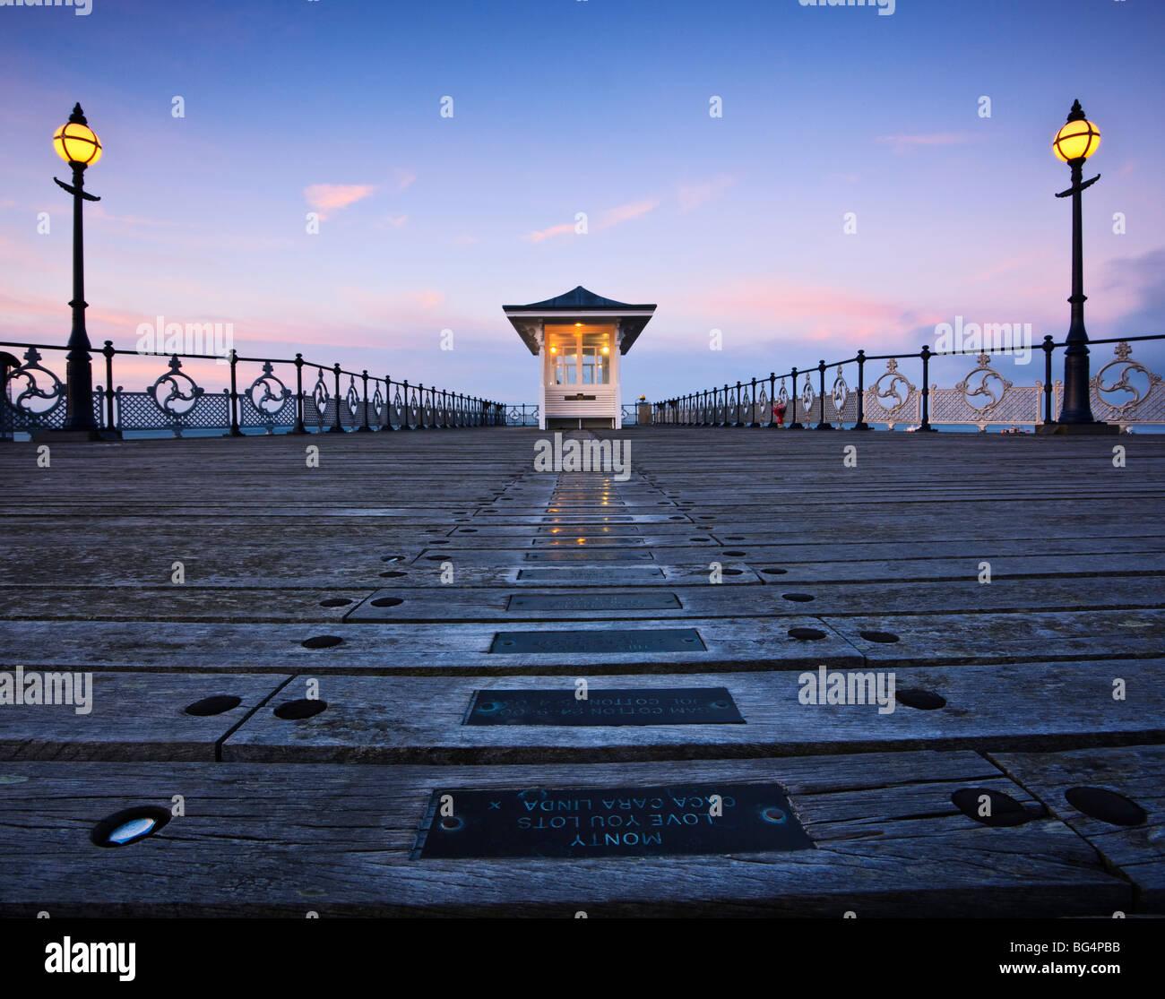 swanage-pier-dorset-uk-at-dusk-BG4PBB.jp