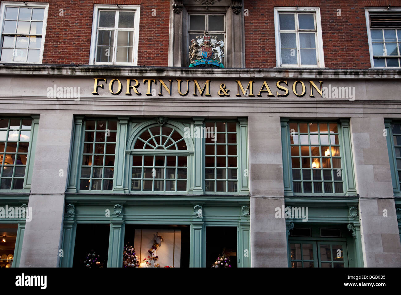 Exterior of fortnum mason department store jermyn for Maison mason