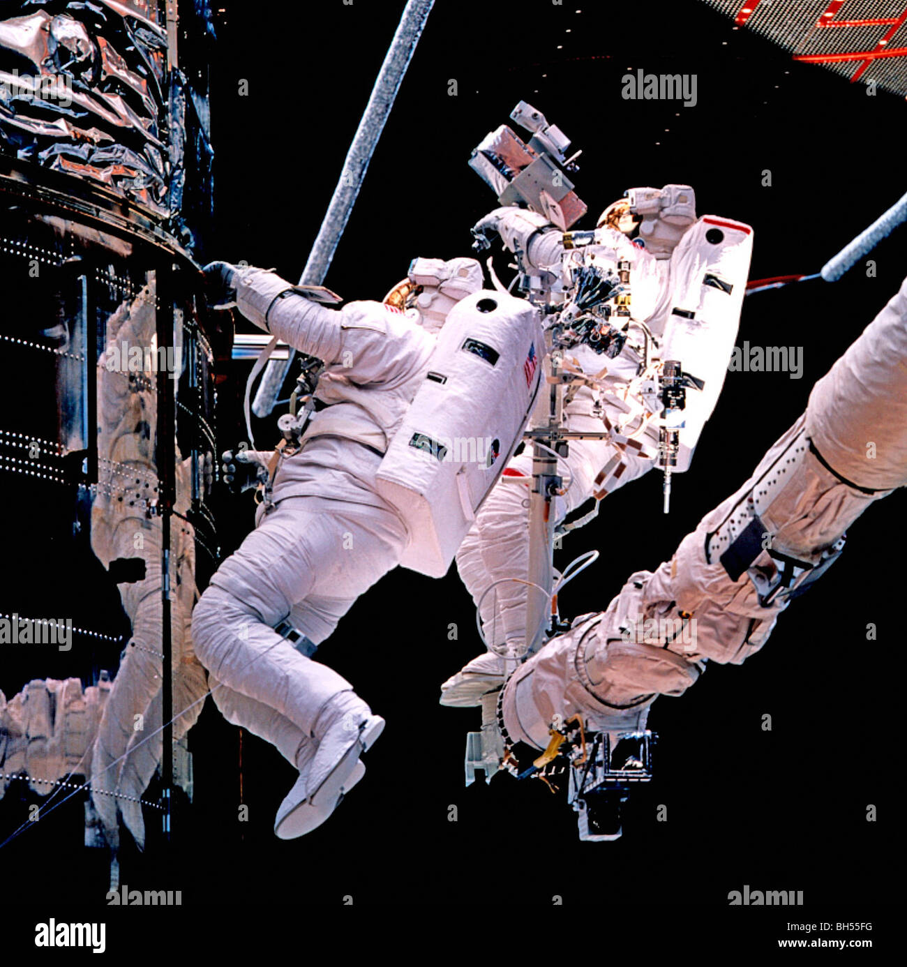 astronaut working in space - photo #9