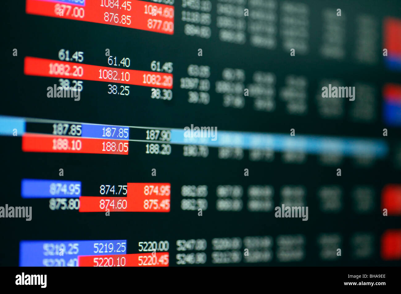 stock-market-online-trading-BHA9EE.jpg