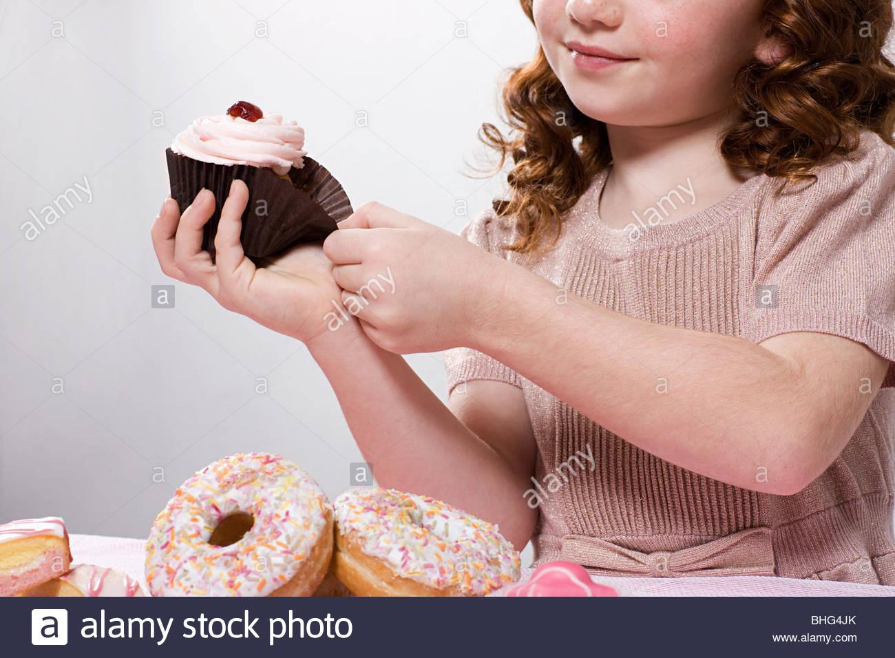 girl-with-cupcake-BHG4JK.jpg