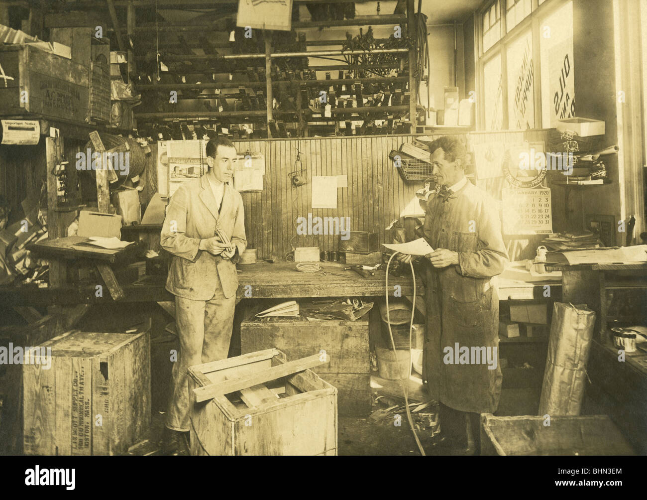 1920 photo of the mechanic's garage in the Linscott Motor Company, 690 Commonwealth Avenue, Boston, Massachusetts. Stock Photo