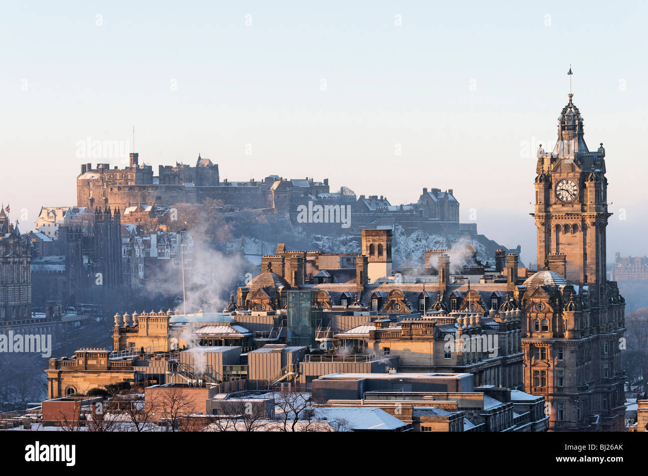 edinburgh-castle-and-the-clocktower-of-t
