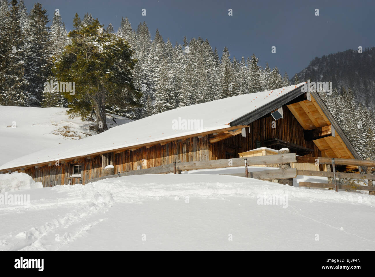 Mountain Lodge In The Snowy Bavarian Alps Sudelfeld