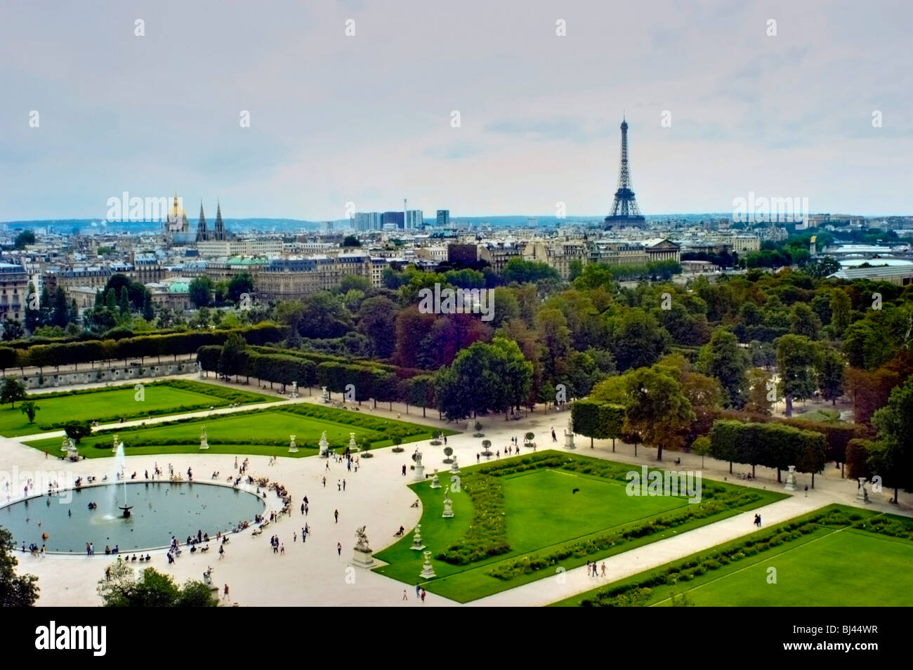 Paris france overview of tuileries garden jardin des - Sculpture jardin des tuileries ...