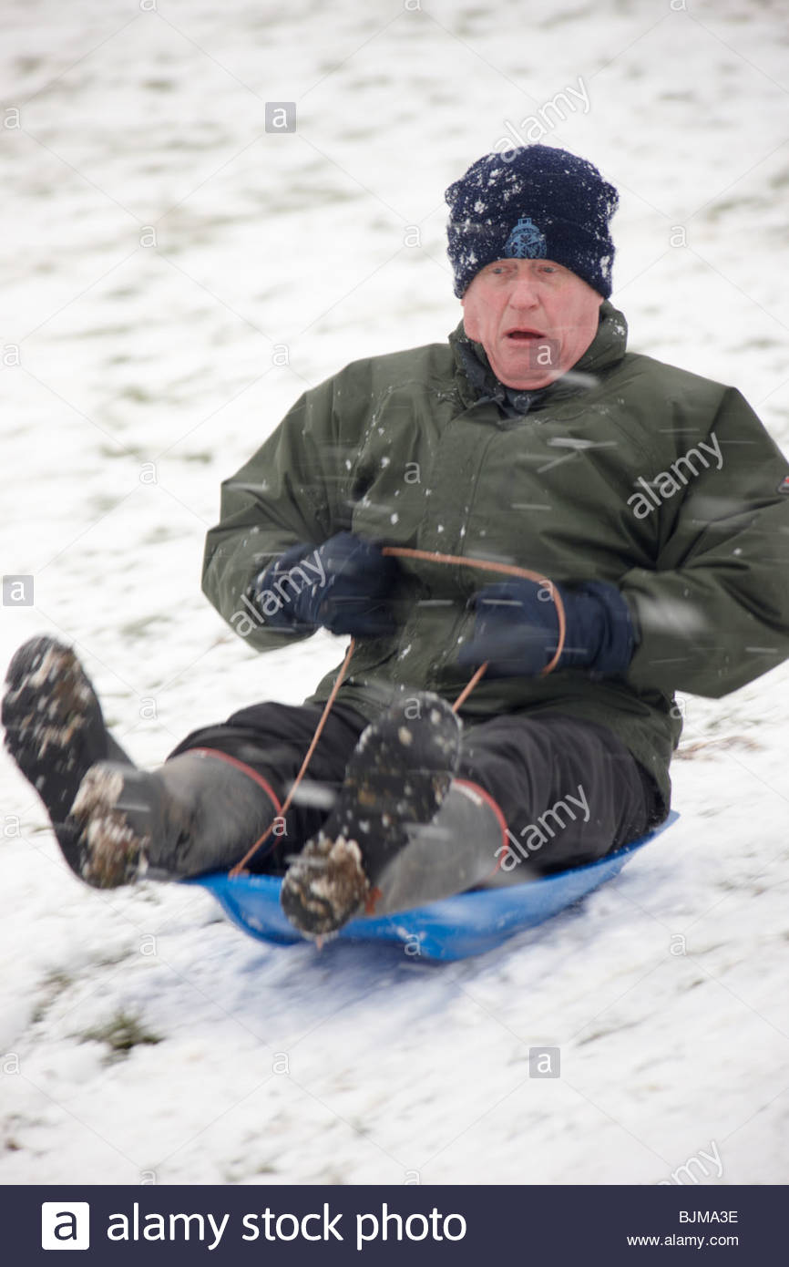 sledging-on-the-hill-in-front-of-wollaton-hall-wollaton-park-nottingham-BJMA3E.jpg