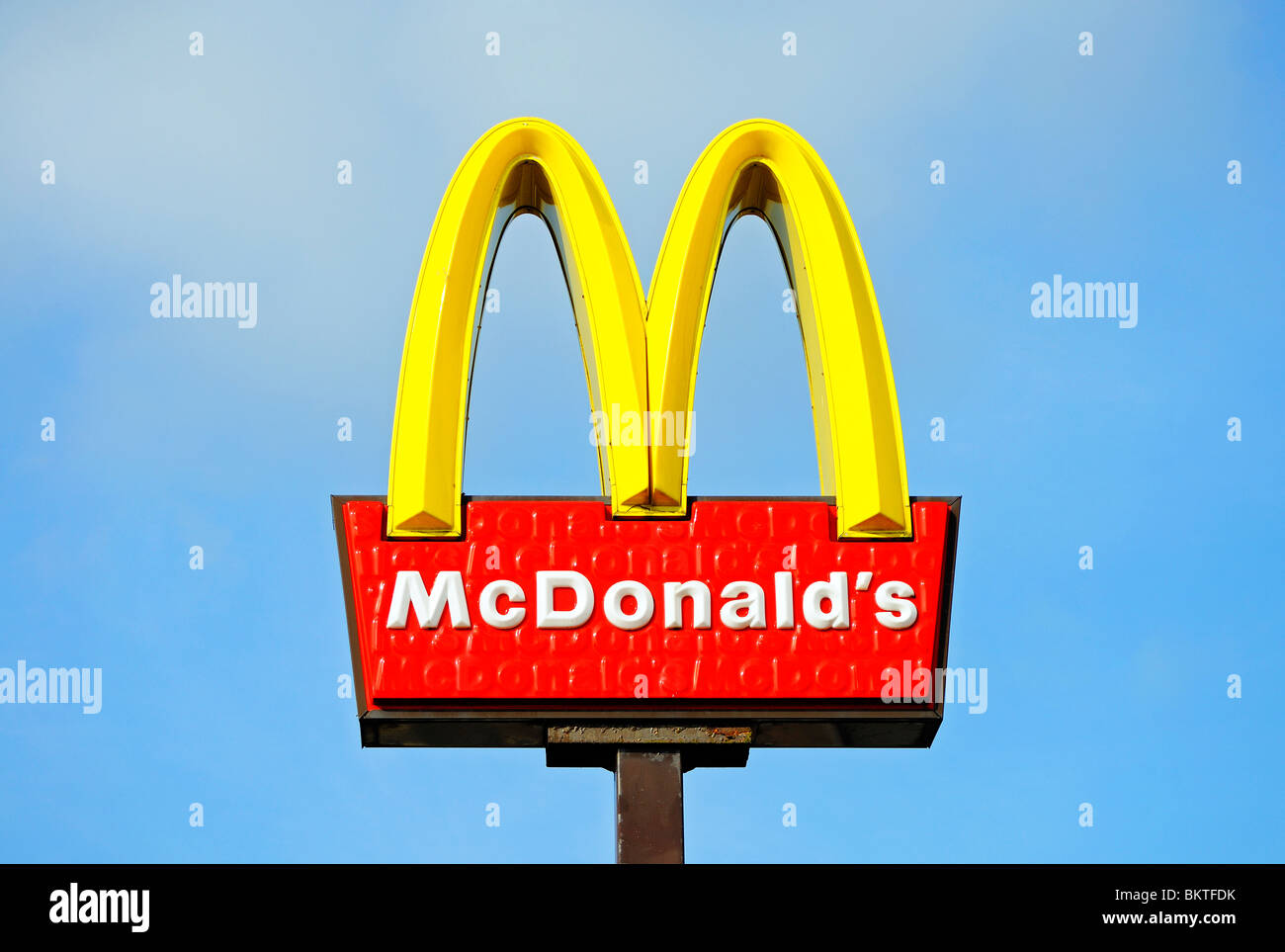a-mcdonalds-restaurant-sign-BKTFDK.jpg