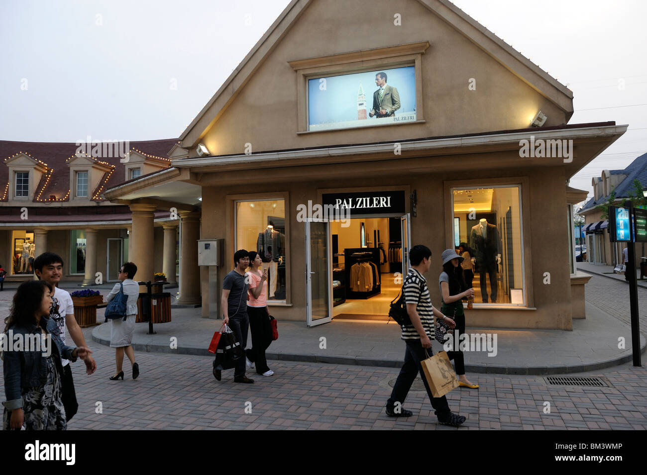 chinese shoppers walk past italy brand pal zieri store at. Black Bedroom Furniture Sets. Home Design Ideas