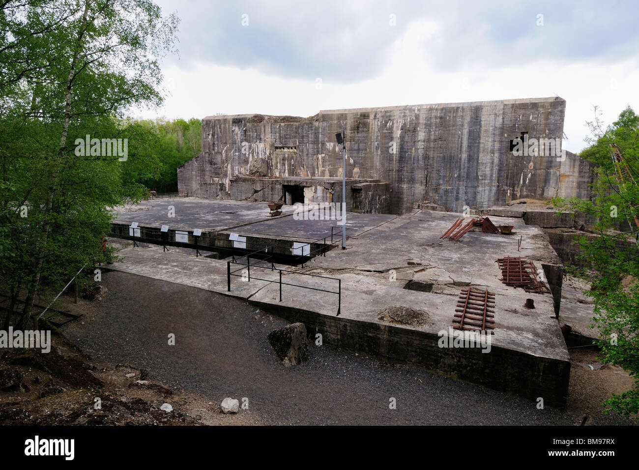 Second world war german bunker at eperlecques v1 and v2 for Site francais
