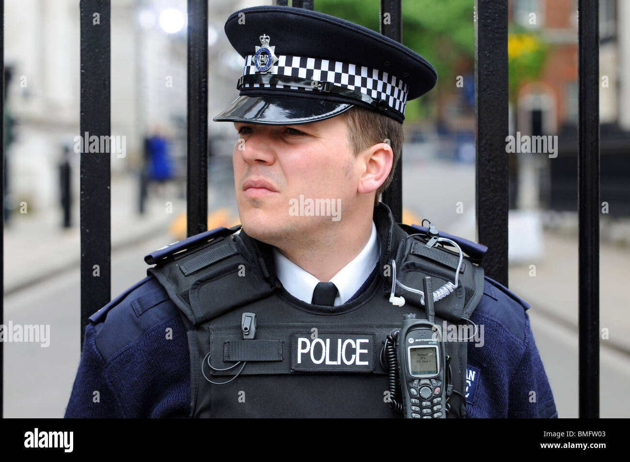 how to become a police officer uk london
