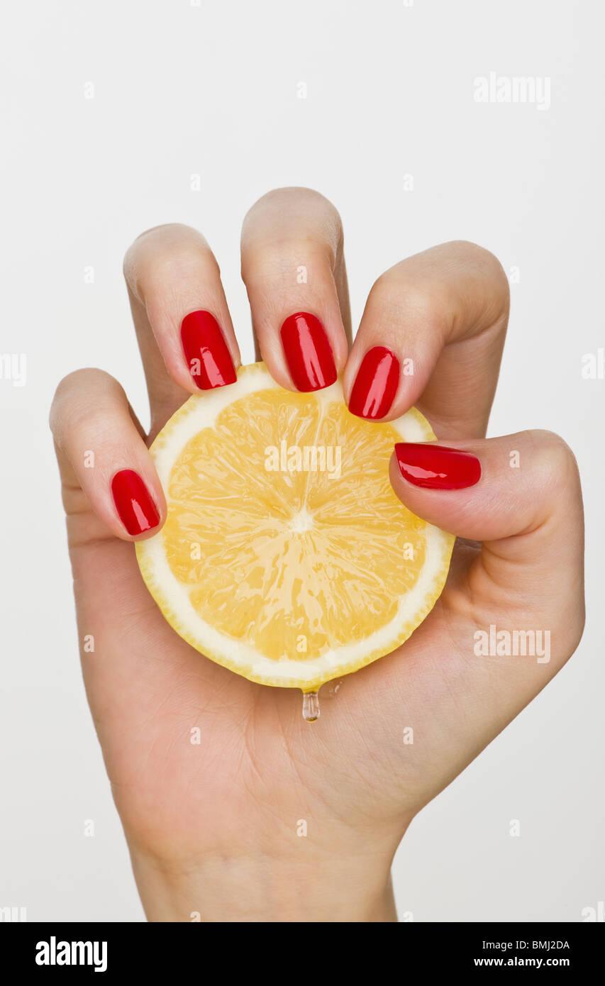 Полезно ли море для ногтей
