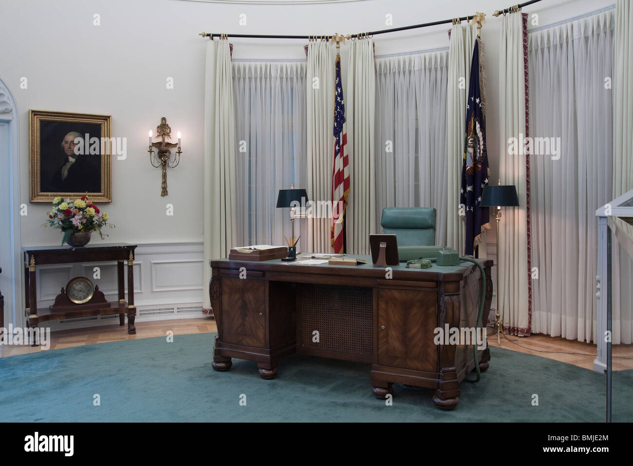 Replica Of Oval Office Desk During LBJ 39 S Term At Lyndon B