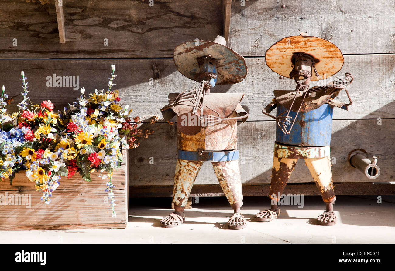 Decorative Scrap Metal : Decorative hand crafted mexican mariachi band statues made