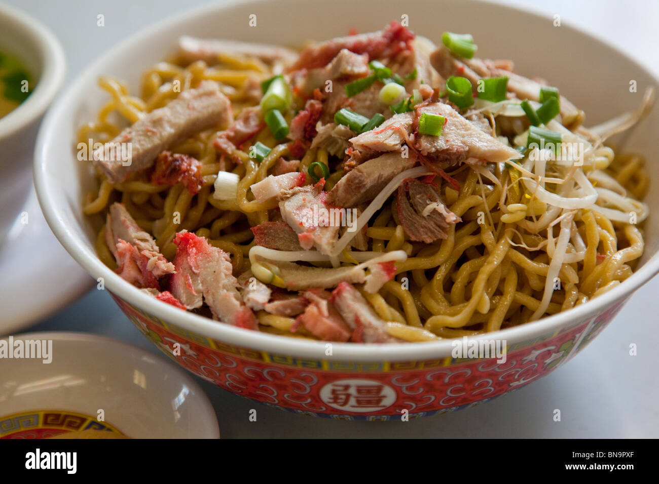 Dry noodles local chinese hawaiian food at sam sato 39 s for Asian cuisine maui