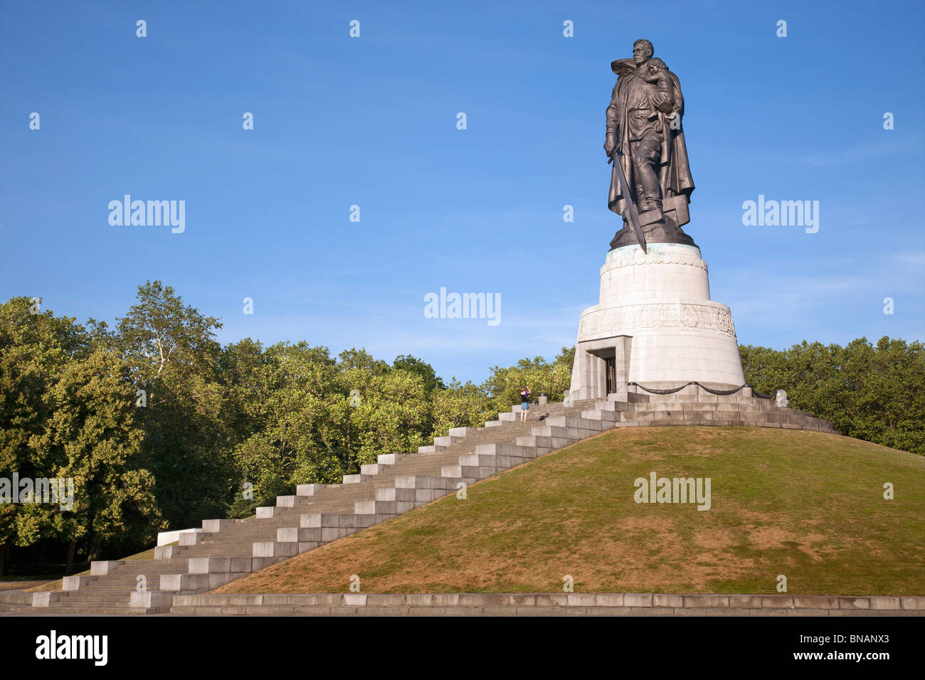 soviet-memorial-treptower-park-berlin-ge