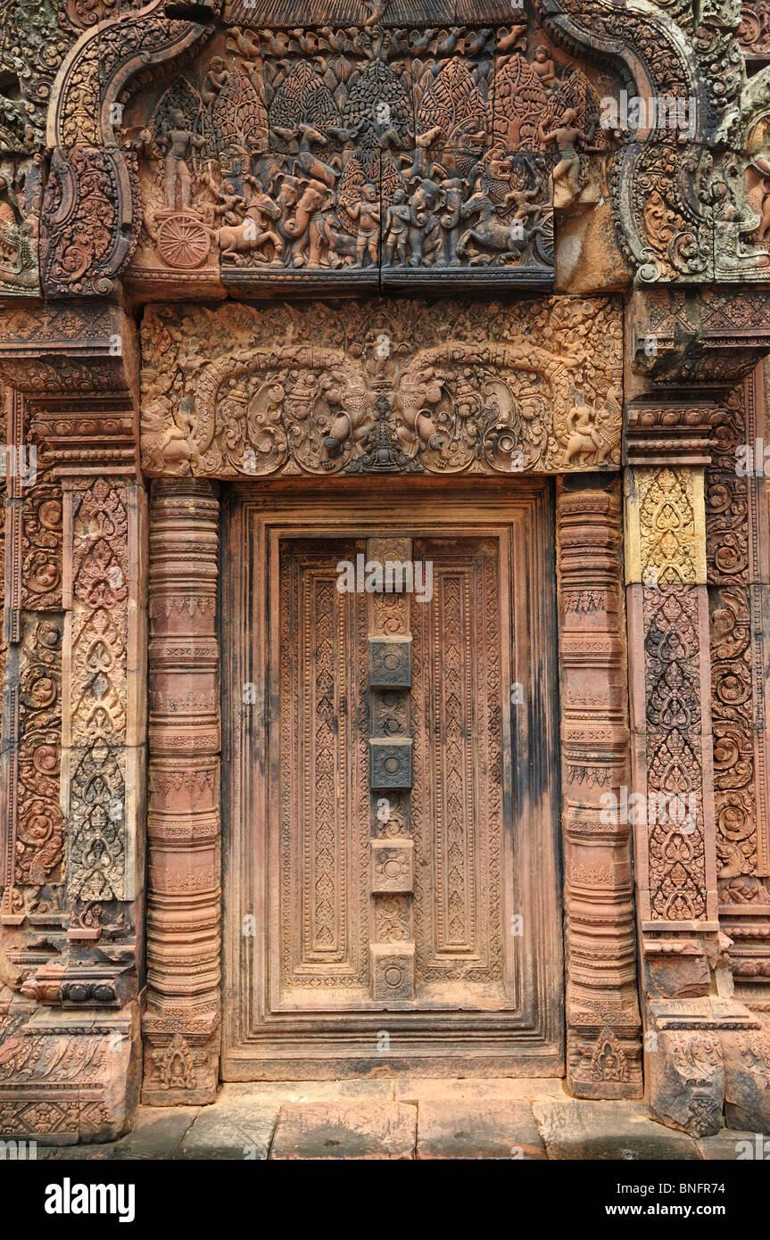 Elaborate carvings in red sandstone blind door banteay