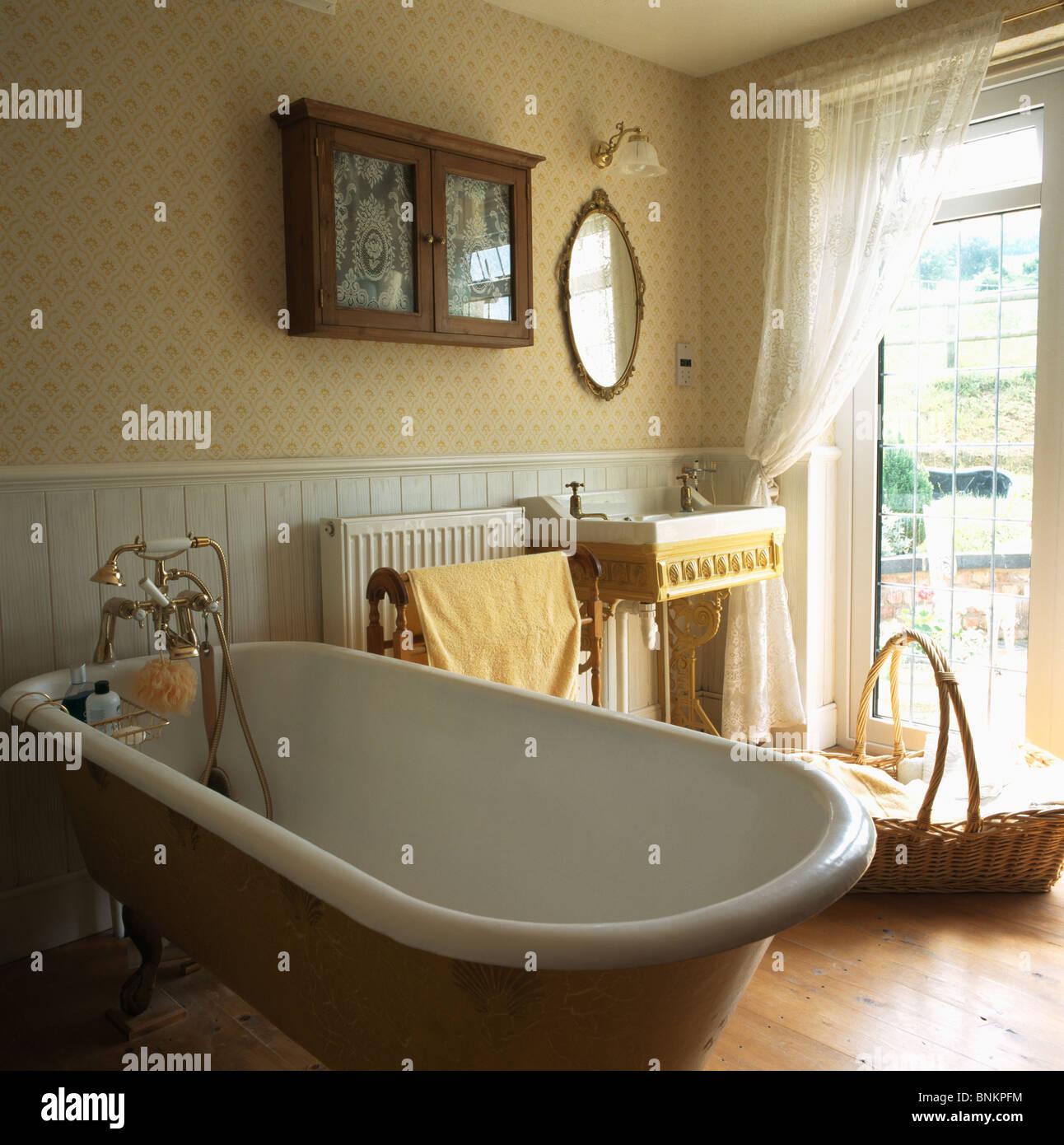 popular wallpaper for bathrooms - photo #40