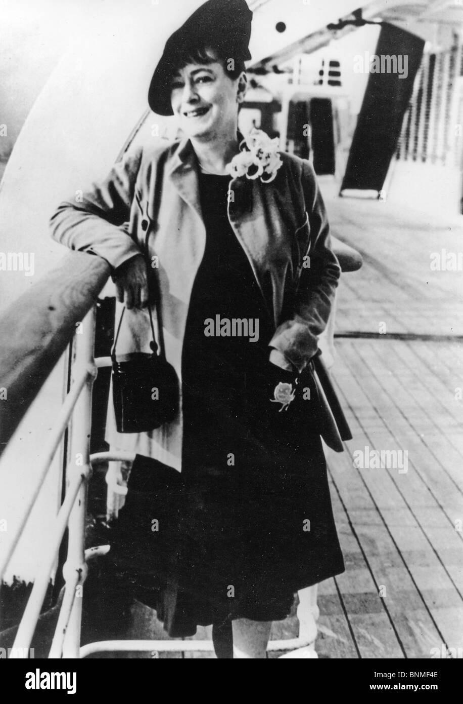 DOROTHY PARKER (1893-1967) US writer, poet and satirist Stock Photo