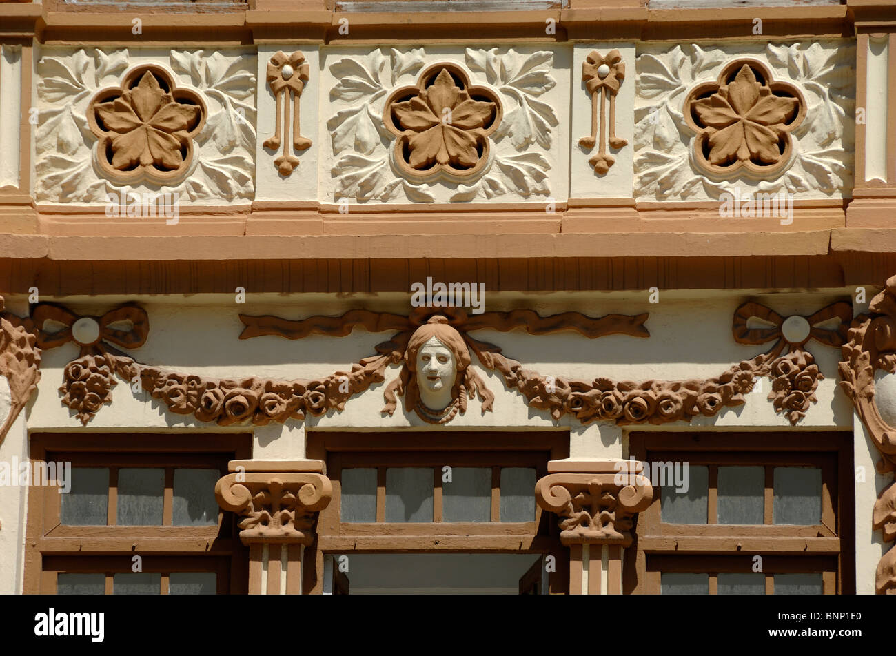 Art nouveau facade and floral decoration on house at 20 for Art nouveau decoration