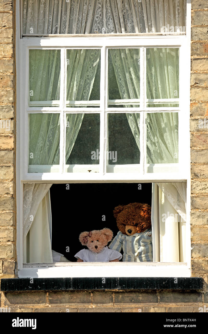teddy-bears-in-window-BNTK4H.jpg