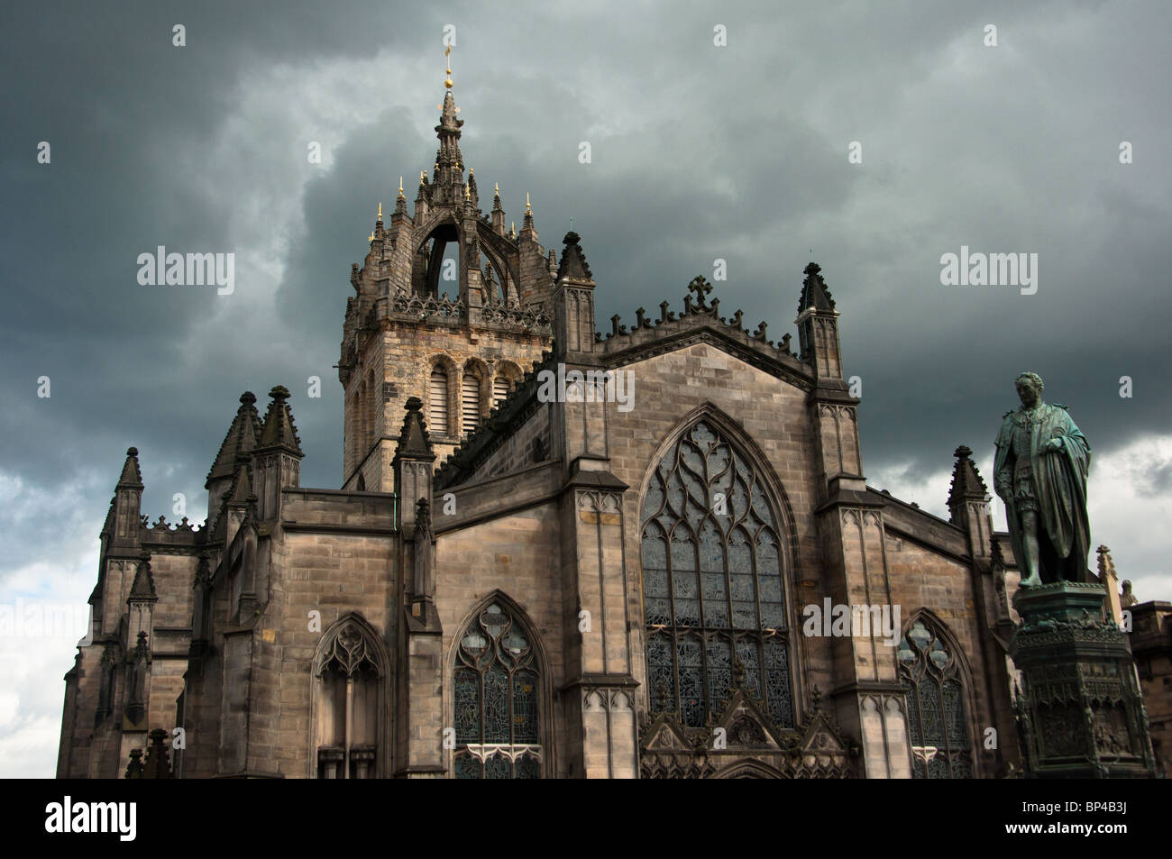 st-giles-cathedral-under-a-dramatic-stor