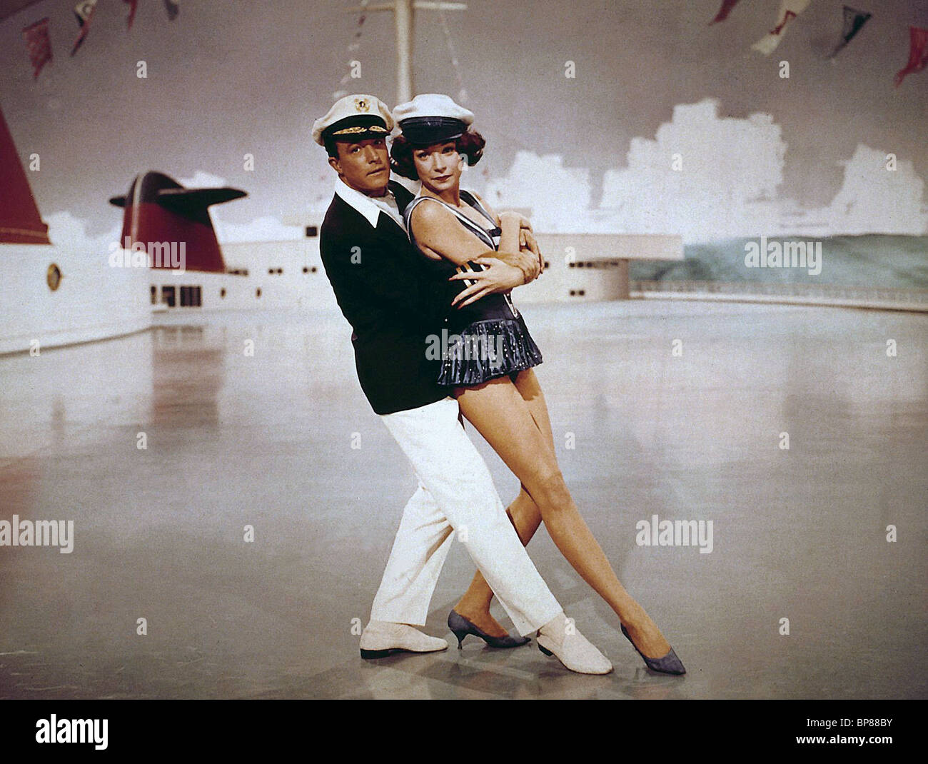 GENE KELLY & SHIRLEY MACLAINE WHAT A WAY TO GO (1964 Stock ...Shirley Maclaine What A Way To Go