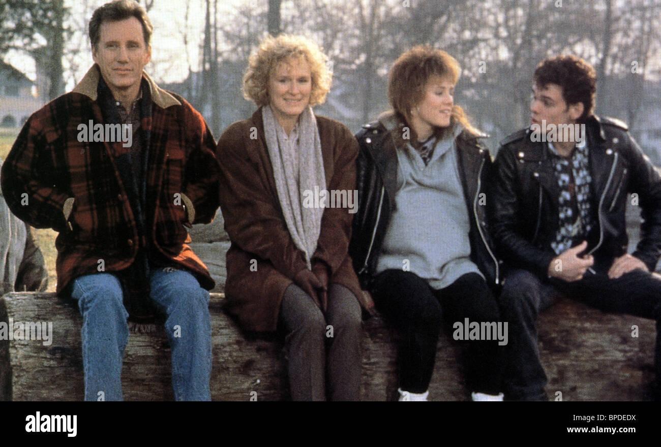 JAMES WOODS GLENN CLOSE MARY STUART MASTERSON & KEVIN DILLON IMMEDIATE FAMILY (1989) Stock Photo