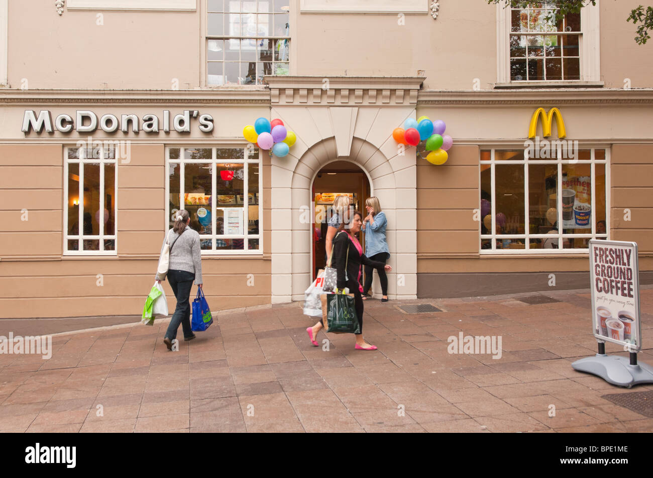 mcdonald s great britain the turnaround N) turnaround remained on track in the latest quarter despite intense competition  in  on same-store sales growth in britain, australia, canada and germany   analyst estimate of $148, according to thomson reuters i/b/e/s.