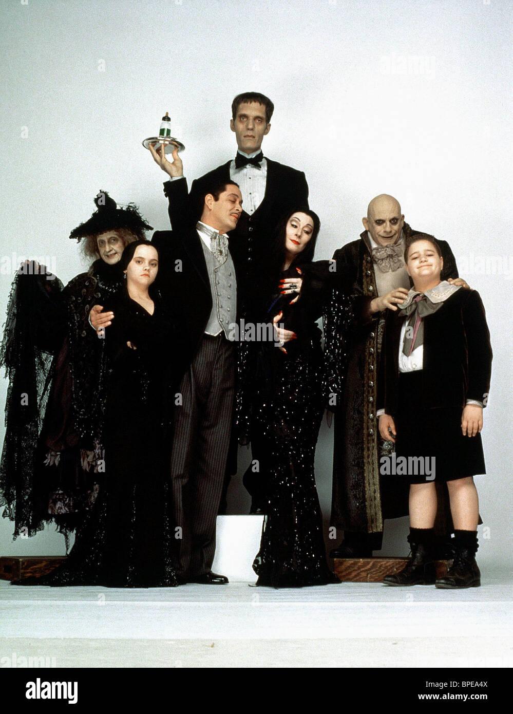 CAROL KANE, CHRISTINA RICCI, RAUL JULIA, CAREL STRUYCKEN, ANJELICA HUSTON, CHRISTOPHER LLOYD, JIMMY WORKMAN, ADDAMS FAMILY VALUES, 1993