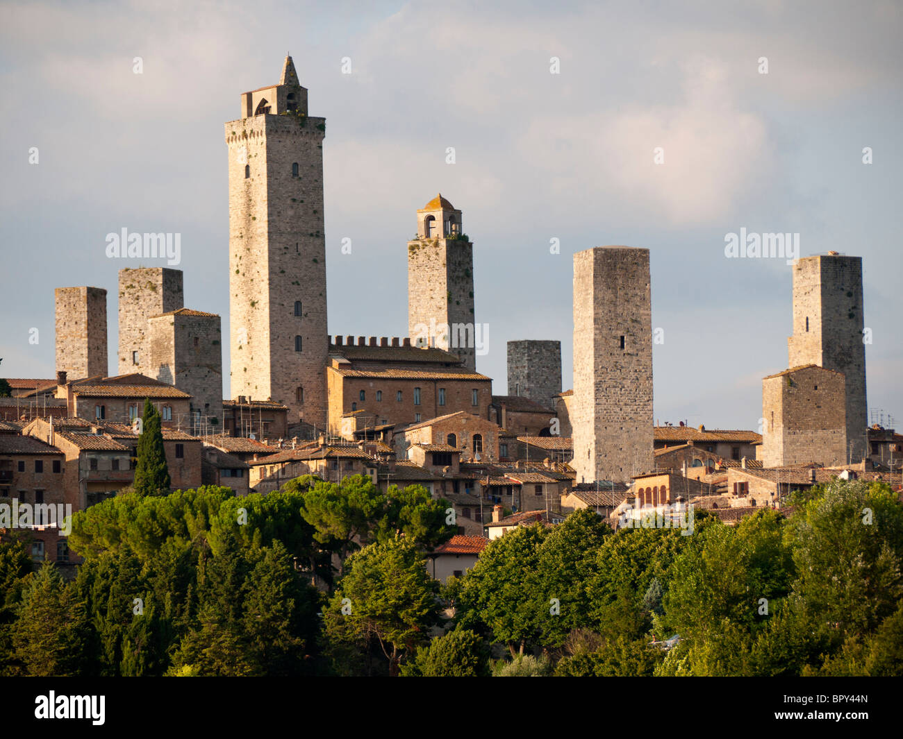 san gimignano in tuscany italy mediaval tuscan town. Black Bedroom Furniture Sets. Home Design Ideas